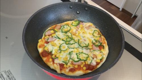 フライパンで手作りピザ1